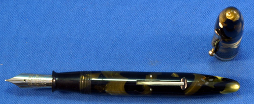 SHEAFFER OVER SIZED BALANCE FOUNTAIN PEN IN GREEN/PEARL AND BLACK