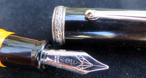 DELTA DOLCE VITA STOUT FOUNTAIN PEN WITH STERLING BAND, 18K NIB AND PLATINUM MASK