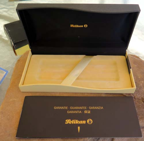 BOX FOR PELIKAN M800 IN BLACK AND RED