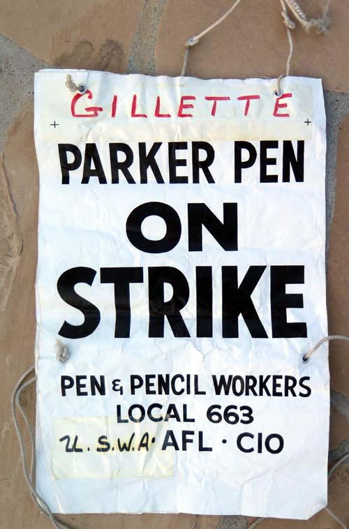 PARKER PEN ON STRIKE